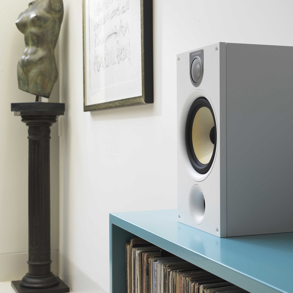 Bowers & Wilkins 685 S2 matte white